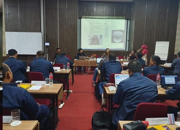 Presentasi Terra Drone Indonesia mengenai inspeksi tank