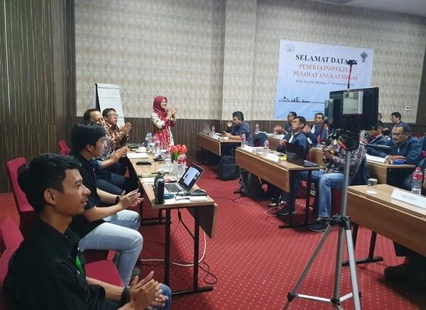 Tim Terra Drone Indonesia dan para inspektur pesawat angkat migas
