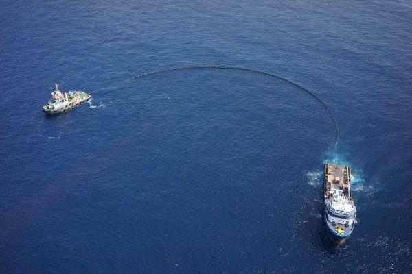 Drone memantau tumpahan minyak di laut